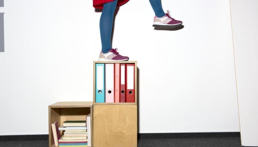 Un pied à la fac, un pied en entreprise puis le grand saut dans le monde du travail ! //©plainpicture/Lubitz + Dorner