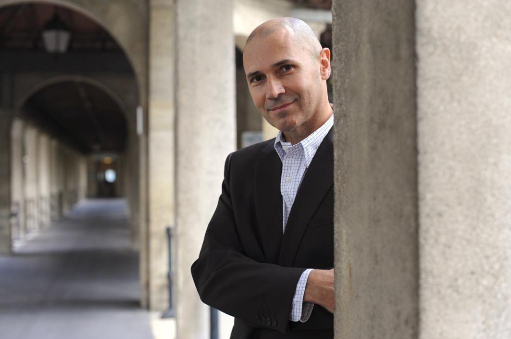 Christophe André exerce à l'hôpital Sainte-Anne à Paris depuis 1992. Chef de file des thérapies comportementales et cognitives, il intègre l'usage de la méditation en psychothérapie dès la fin des années 1990. Ici, en 2008, dans les locaux de l'hôpital. //©Jerome CHATIN/EXPANSION-REA