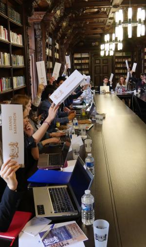 La séance de vote qui clôture la délibération de l'assemblée générale, à Sciences po Reims.