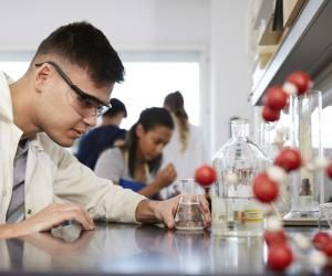 Certaines écoles d'ingénieurs recrutent à bac+2, pour une formation d'un an.