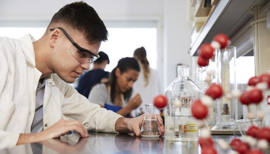 Certaines écoles d'ingénieurs recrutent à bac+2, pour une formation d'un an. //©Deepol/Plainpicture