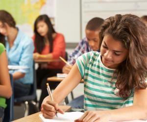 Avec cet accompagnement renforcé, le gouvernement souhaite que tous les élèves aient rattrapé leur retard d'ici la Toussaint.