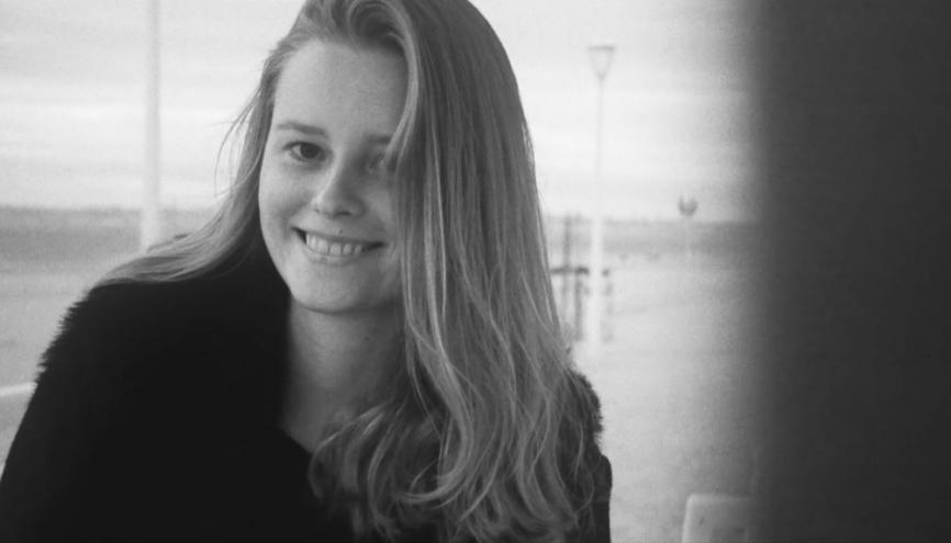 De Sciences Po à la musique il n'y a qu'un pas pour Julia, 23 ans. //©Léa Guedj/Productions Liberté