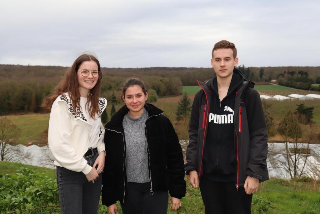 Margot, Lauriane et Théo, élèves en première générale au lycée agricole de Saint-Germain-en-Laye. //©Marion Floch