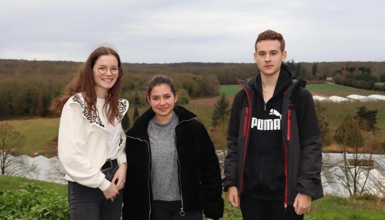 Margot, Lauriane et Théo, élèves en première générale au lycée agricole de Saint-Germain-en-Laye.