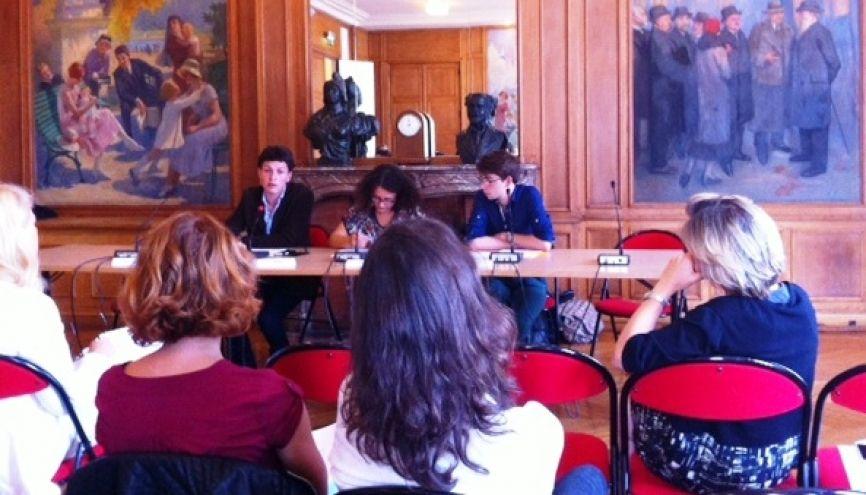 """Conférence de presse de l'association """"Touche pas à ma bourse, je la mérite"""" (à l'origine du dépôt de la requête en annulation) le 29 août 2014 à Paris. // ©N.L. //©Natacha Lefauconnier"""