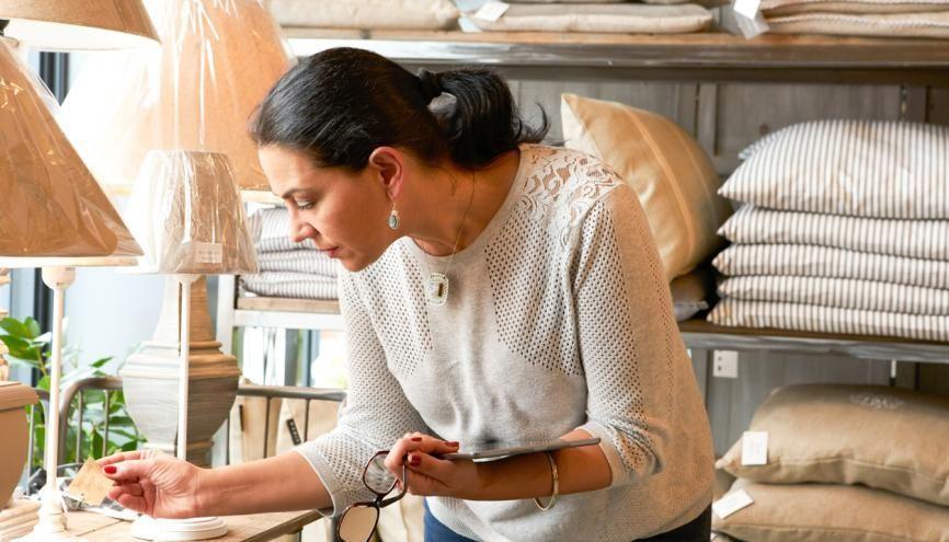 La maîtrise de l'anglais est indispensable pour les vendeurs, régulièrement en contact avec des clients étrangers, comme pour les cadres. //©plainpicture/Cultura/Daniel Allan
