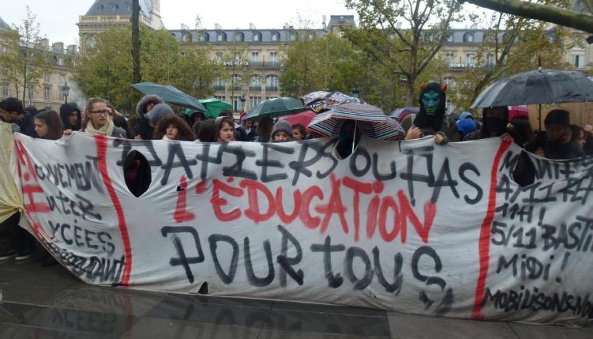 Manifestation de lycéens contre l'expulsion d'élèves sans papiers à Paris le 5 novembre 2013 //©Etienne Gless