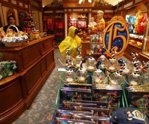 Disneyland propose chaque année de nombreux postes en CDI aux étudiants.