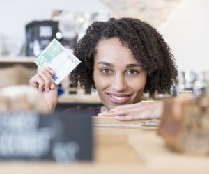 Un stagiaire en France gagne environ 600 € par mois en moyenne.