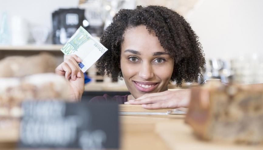 Un stagiaire en France gagne environ 600 € par mois en moyenne. //©plainpicture/Tamboly