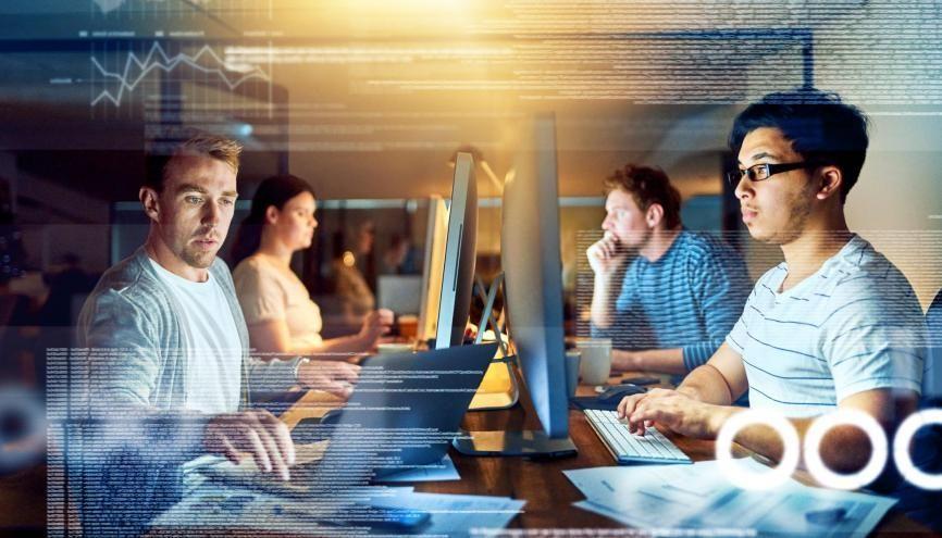 Le secteur de l'informatique-numérique continue de recruter de nombreux cadres. //©cecilie arcurs/iStock