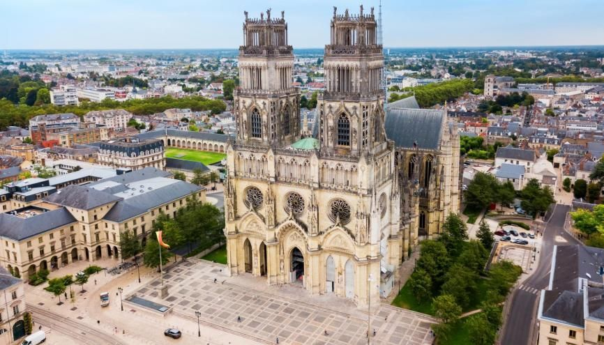 La région Centre-Val de Loire propose plusieurs dispositifs pour les jeunes. //©saiko3p / Adobe Stock