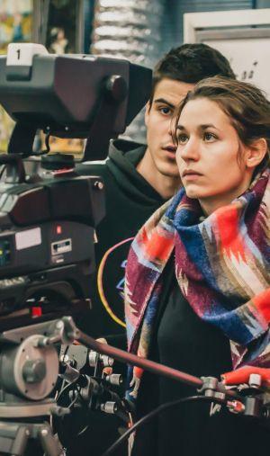Des métiers créatifs et techniques, il y en a pour tous les goûts dans le secteur de l'audiovisuel et du cinéma.