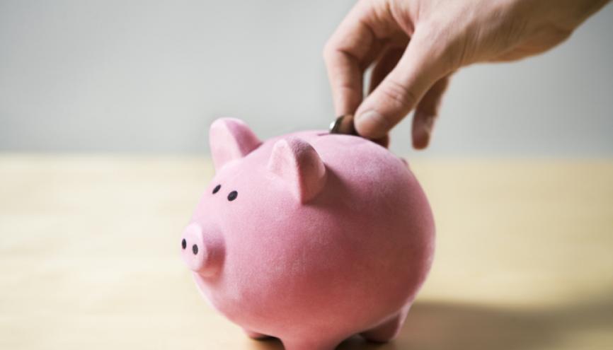 Pour éviter de prendre un prêt bancaire, pourquoi ne pas penser au crowdfunding pour financer vos études ? //©plainpicture/Lubitz + Dorner