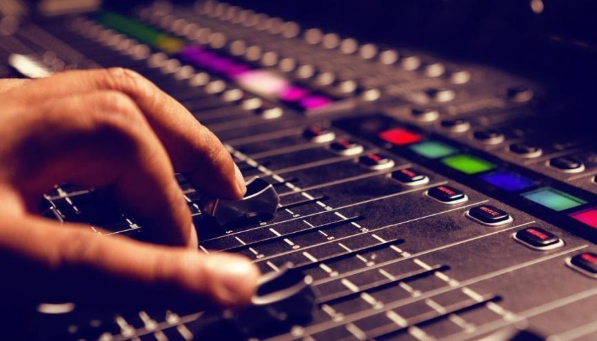 Passionnez par le son ? Dans la région, vous pourrez trouver votre bonheur et travailler dans les métiers de l'acoustique. //©vectorfusionart / Adobe Stock