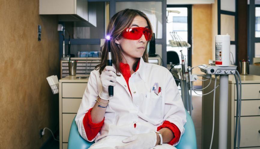 Le nombre de chirurgiens-dentistes français diplômés à l'étranger est en forte hausse depuis quelques années. //©Louise Allavoine/Hans Lucas pour l'Etudiant