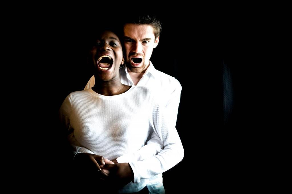 """Zem-Zem Bizot et Maxime Couette dans leur pièce """"(In)achevé"""", à l'affiche à l'automne 2017. //©Florian Dacheux"""
