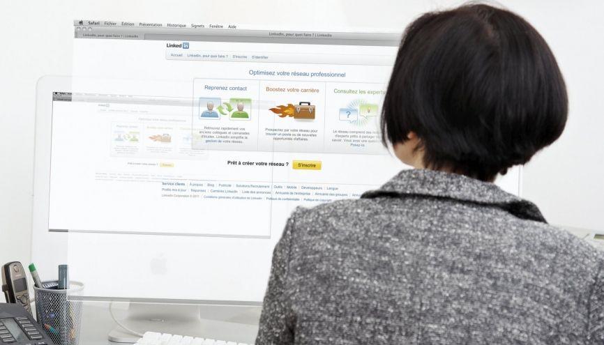 LinkedIn, un outil à utiliser pour votre recherche d'emploi ou de stage. //©Michel GAILLARD/REA