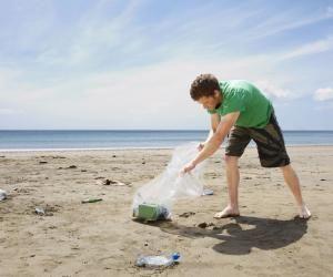 Nettoyer les sites naturels, comme les plages : l'une des propositions des lycéens au grand débat.