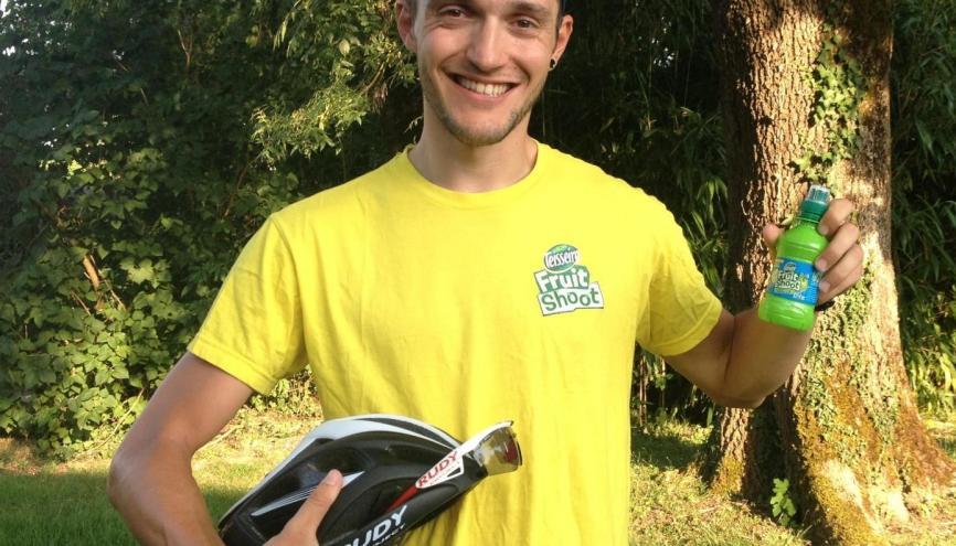 Vincent, 29 ans, enseignant, animateur char Fruit Shoot sur Tour de France 2015. //©Photo fournie par le témoin