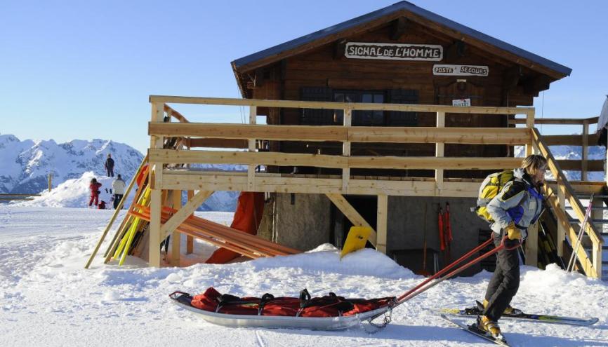 Secouriste : le bon métier pour skier et se rendre utile tout l'hiver. //©zir