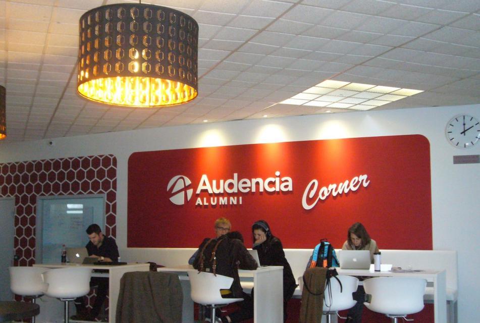 Les anciens d'Audencia Business School (Nantes) disposent désormais de leur espace dédié au sein de l'école pour rencontrer les étudiants ou organiser des événements. //©Cécile Peltier