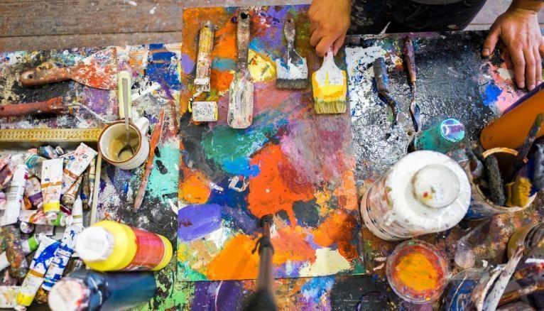 De nombreuses écoles, publiques ou privées, forment aux métiers d'artistes. Celles qui relèvent du ministère de la Culture intègrent la plate-forme Parcoursup dès 2020.