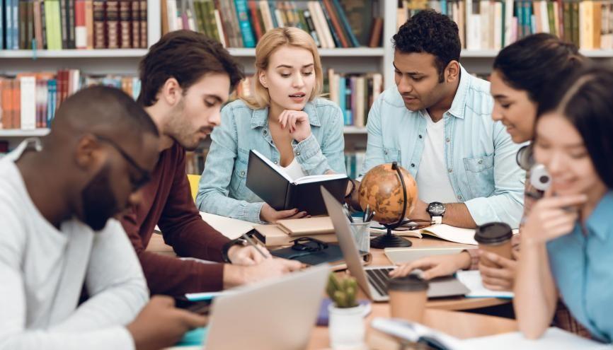 Plusieurs dispositifs existent pour aider les étudiants issus de milieux défavorisés à intégrer les grandes écoles. //©freeograph / Adobe Stock