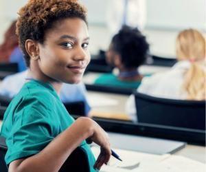 Dès le lycée, réfléchissez bien aux spécialités à choisir si vous vous destinez à des études de santé.