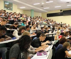 Des Bachelors vont obtenir le grade de licence.