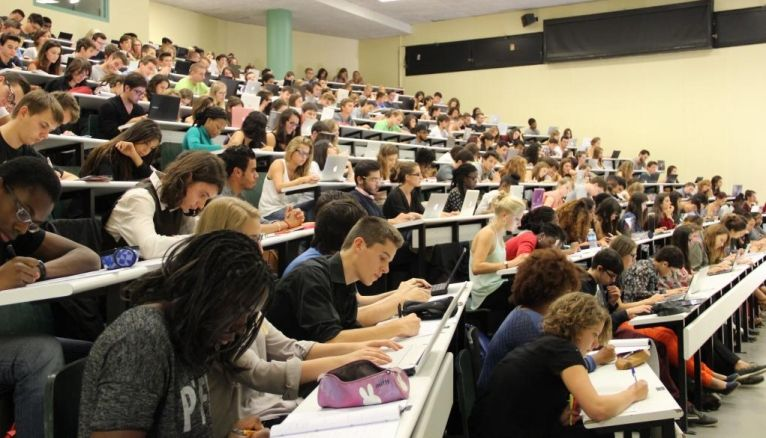La licence classique est une première étape pour poursuivre ses études à l'université en se spécialisant en master.