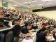 Un amphi d'étudiants en licence 1 de droit à l'université Versailles–Saint-Quentin (septembre 2014). //©Camille Stromboni