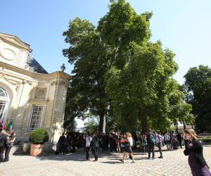 Sur le campus de l'ESC Amiens.