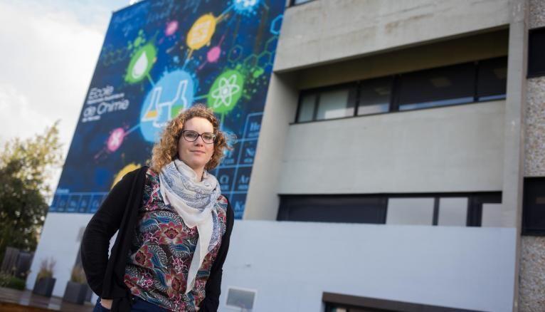 Marion a été recrutée comme assistante relations internationales à l'École supérieure nationale de chimie de Rennes.