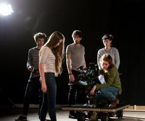 Dernière répétition avant le tournage d'un court-métrage le lendemain. Naomi (derrière la caméra) filmera une danseuse, en réalisant un plan-séquence à 360°.