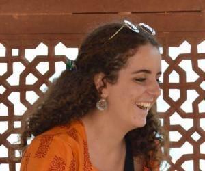Emma, étudiante de 22 ans, s'épanouit en Inde.