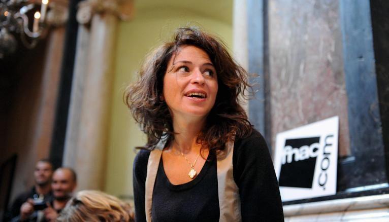 """Karine Tuil remporte le Goncourt des lycéens pour son roman, """"Les choses humaines""""."""