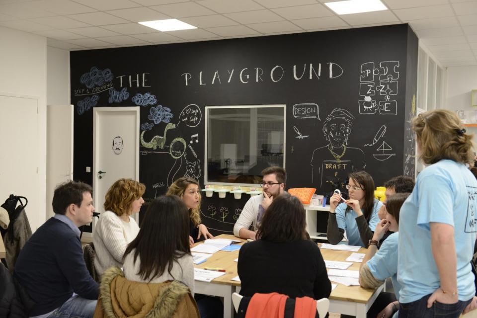 """Inauguré début 2015, le Fablab d'Audencia BS (""""Le Playground"""") a été conçu par les élèves du Mastère spécialisé """"Marketing, Design et création"""" pour stimuler la créativité sur des projets précis et permettre la réalisation de maquettes. //©F. Senard/Audencia Group"""
