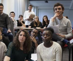 Tous les ans, La Chance, pour la diversité dans les médias permet à 70 étudiants boursiers de se préparer aux concours des écoles de journalisme.