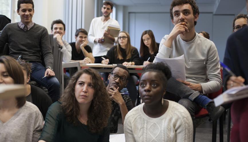 Tous les ans, La Chance, pour la diversité dans les médias permet à 70 étudiants boursiers de se préparer aux concours des écoles de journalisme. //©Emile Costard