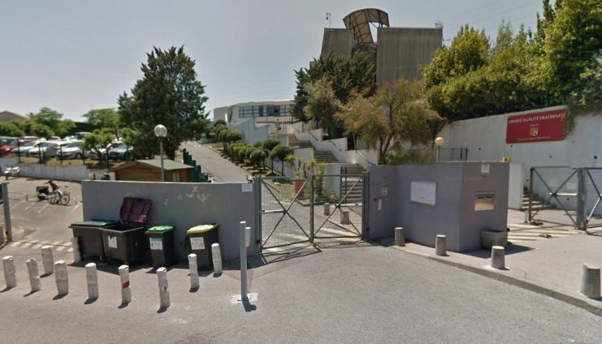 Une fusillade a éclaté le 16 mars au lycée Tocqueville à Grasse, près de Nice. Les élèves ont été pris de panique, et certains ont appliqué des consignes de sécurité qu'ils avaient apprises. //©Google Street View