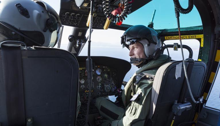 Spécialisé dans le secours en mer en hélicoptère, Dorian, copilote, est assisté de deux personnes : un chef de bord et un membre d'équipage pour secourir la personne en difficulté.