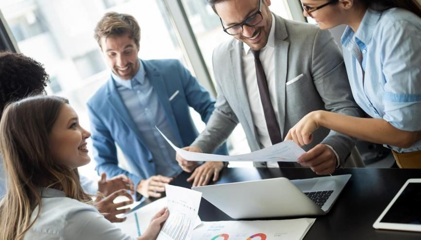 Les masters en commerce, économie et gestion offrent des perspectives dans de nombreux secteurs. //©nd3000/iStock