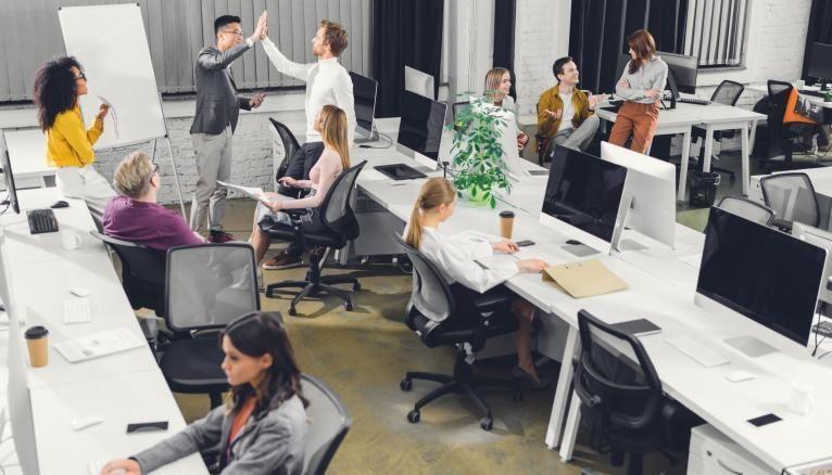 Pour leur futur emploi, les jeunes attendent beaucoup de l'ambiance sur le lieu de leur travail.