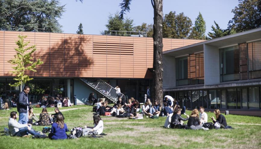 Le parc au centre de l'ISIPCA, permet aux étudiants de déjeuner ensemble. //©Simon Lambert/Kaïros pour l'Etudiant
