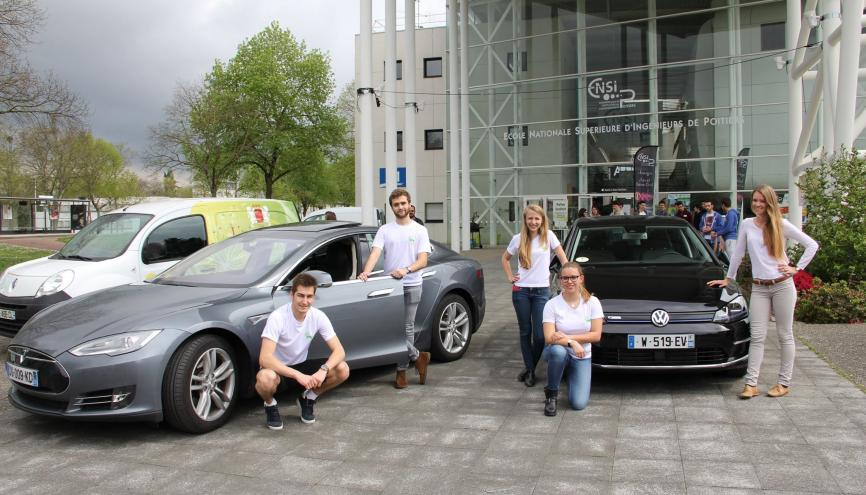 Les élèves de l'ENSI Poitiers ont organisé avec leur start-up un événement autour des véhicules électriques. //©Photo fournie par le témoin