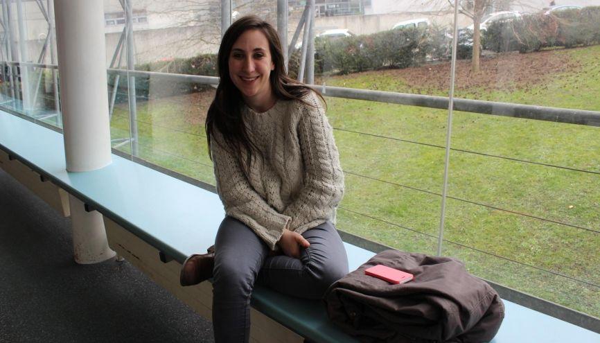Romane apprécie la localisation de son école, hébergée au sein de l'un des bâtiments du campus universitaire de Strasbourg. //©Delphine Dauvergne