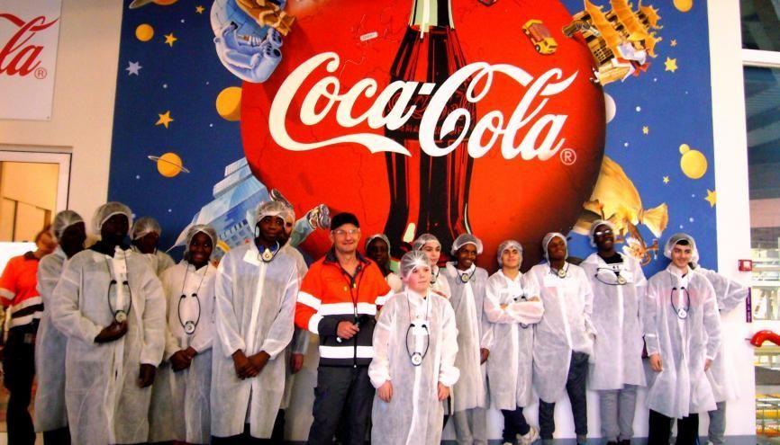 Les élèves de 4e et 3e du collège Pilâtre-de-Rozier visitent l'usine Coca-Cola de Grigny. //©Etienne Gless