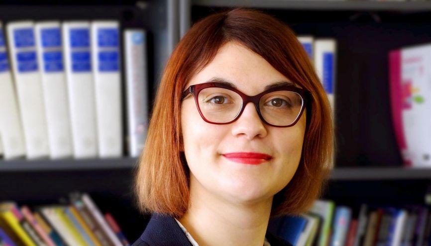 Éditrice de livres documentaires pour la jeunesse, Pauline a décroché son CDI à 28 ans. //©Christian Delépine